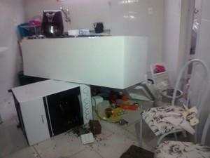 Homem também destruiu a casa da ex, no Espírito Santo (Foto: Roberto Pratti/ TV Gazeta)