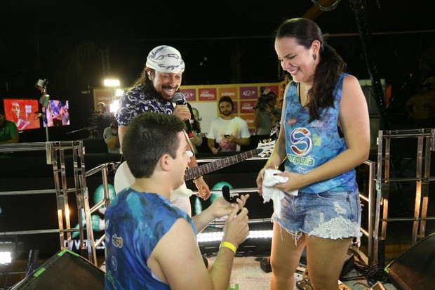 Fã pede namorada em casamento durante show de Bell Marques (Foto: Alana Andrade/Divulgação)
