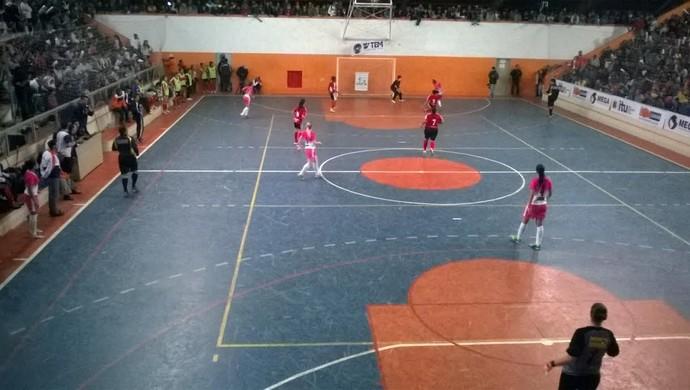 Mesmo com o vice, as itupevenses levaram o troféu Fair Play e o de melhor defesa (Foto: Guilherme Giavoni )