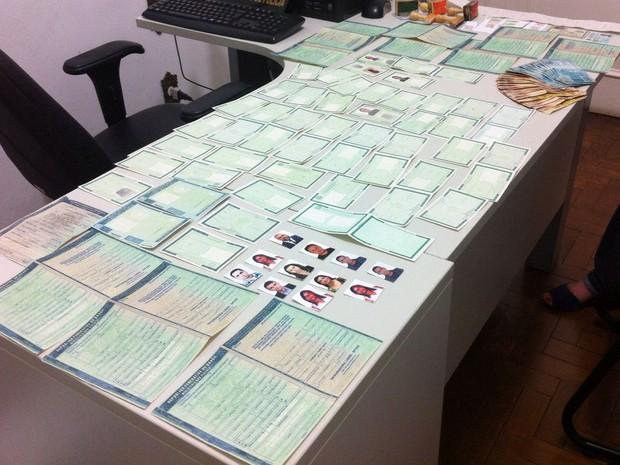 Documentos falsos são apreendidos pela Polícia Civil em Belo Horizonte (Foto: Polícia Civil/Divulgação)