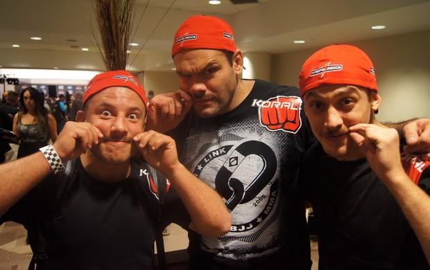 Gabriel Napão e equipe de bigode (Foto: Ivan Raupp)