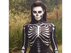 Kim Kardashian se veste de caveira para Dia das Bruxas
