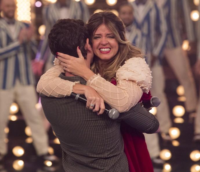 Emocionada, a atriz confessa que sente a vontade de casar com o rapaz (Foto: Felipe Monteiro/Gshow)