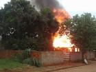 Casa de madeira é destruída por incêndio em Caiuá