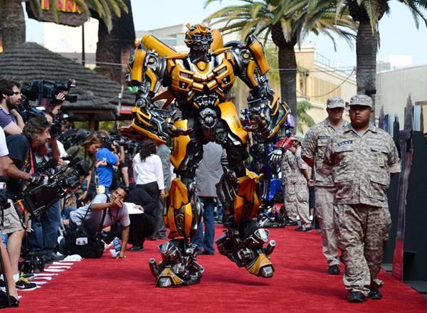 Tiangu agora transformers invadem estr ia de parque em hollywood - Transformers tapete ...