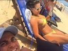 Andressa Ferreira mostra curvas em dia de praia com Thammy Miranda