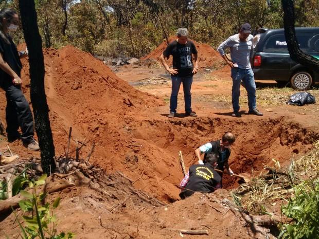 Polícia encontrou ossada de dois adolescentes nesta quarta-feira (23) (Foto  498b3fc01ca6e
