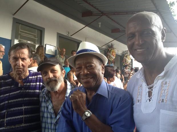 Sérgio Fonseca, Darcy Maravilha, Noca da Portela, Alfredo Lara da Costa no enterro no cantor, nesta terça (12) (Foto: Glenda Almeida / G1)