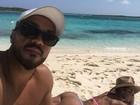 Gracyanne mostra selfie de Belo com seu bumbum ao fundo