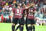 Atlético-PR sai atrás, mas vira, vence o Flamengo, e respira na tabela: 2 a 1