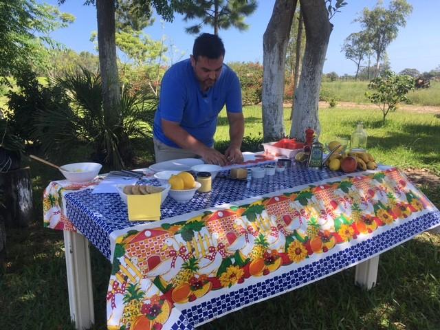 Jornalista Saimon Novack participa da série e ensina receitas no JA (Foto: RBS TV/Divulgação)