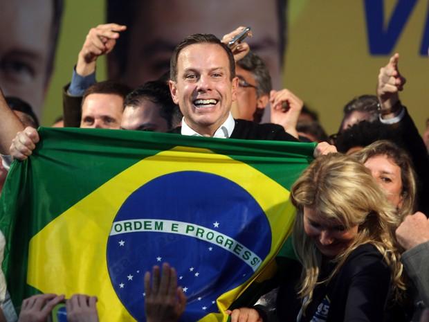 O candidato do PSDB à Prefeitura de São Paulo, João Doria, comemora a vitória no primeiro turno das eleições, no Diretório Estadual partido  em Moema, na zona sul da cidade (Foto: J. F. Diorio/Estadão Conteúdo)