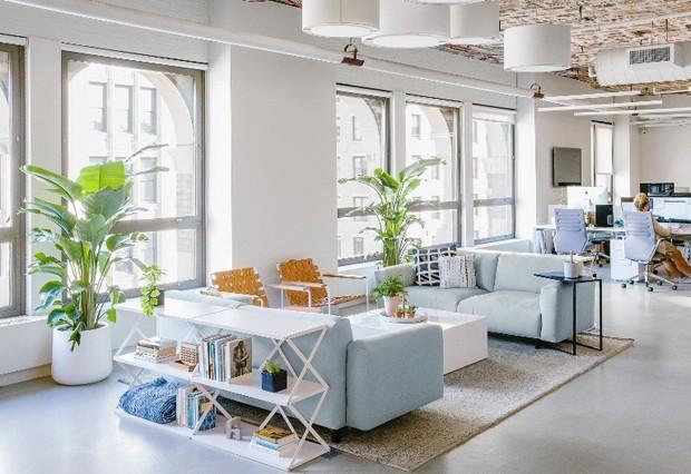 Uma sala de estar para trabalhar e receber os visitantes (Foto: Reprodução)