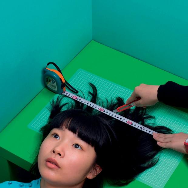Hair Cut (2016), autorretrato de Izumi Miyazaki (Foto: Greg Reynolds, Izumi Miyazaki, Ryan Mcginley/cortesia Team Gallery, Leigh Ledare/cortesia Guido Costa Projects, Divulgação, Josh Olins)