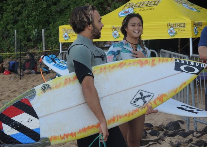Caio Ibelli Alessa Quizon Havaí Pipeline surfe (Foto: David Abramvezt)