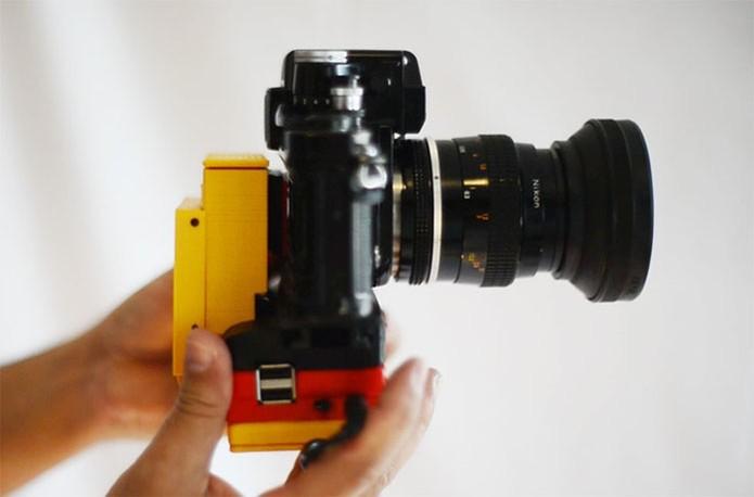 Case é acoplada em câmera analógica (Foto: Divulgação/Kickstarter)
