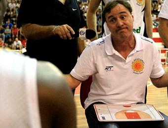 São José e Pinheiros - Campeonato Paulista de Basquete 2013 - Régis Marrelli (Foto: Rafael Silva / Gazeta Press)