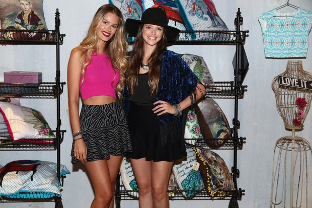 Yasmin Brunet e a atriz Ágatha Moreira (Foto: Manuela Scarpa / Photo Rio News)