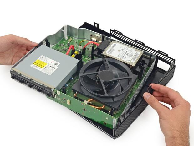 Site iFixit desmonta unidade do Xbox One, videogame de nova geração da Microsoft (Foto: Creative Commons/iFixit)
