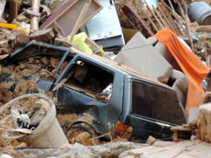 Chuva abre cratera e casas correm risco de desmoronamento no bairro de Mãe Luíza, na Zona Leste de Natal (Foto: Everaldo Costa/Inter TV Cabugi)