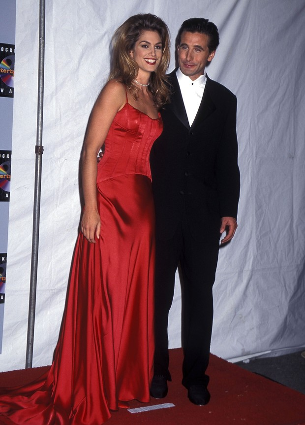 Cindy Crawford e William Baldwin, em Hollywood, 1995 (Foto: Getty Images)