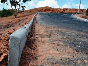 Obra de acesso a local que receberá Hospital Municipal foi concluída, afirma prefeito (Foto: PMNS/Divulgação)