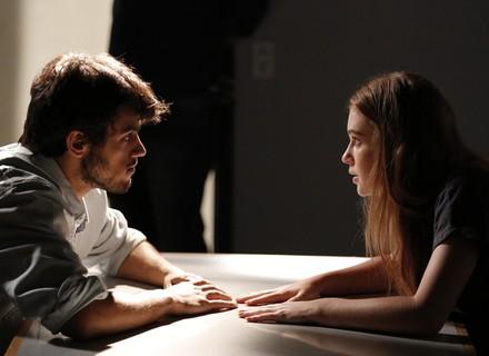 Teaser: Eliza visita Jonatas na cadeia