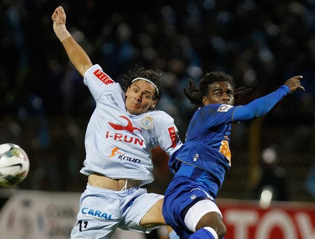 Tinga e Ramon Rodriguez, Real Garcilaso x Cruzeiro (Foto: AP)