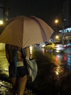 Mulheres que cobram por sexo, em Boa Viagem, afirmam que há adolescentes sendo exploradas (Foto: Luna Markman/G1)