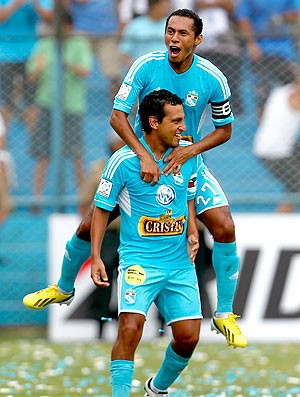 Renzo Sheput comemora gol do Sporting Cristal contra o Tigre (Foto: AP)