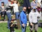 Gisele Bündchen vai ao parque com Tom Brady e filho