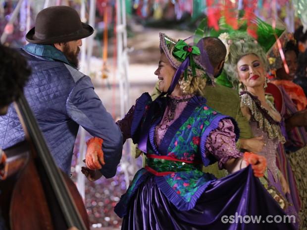 O povo todo da Vila de Santa Fé vai dançar  (Foto: Pedro Curi/TV Globo)