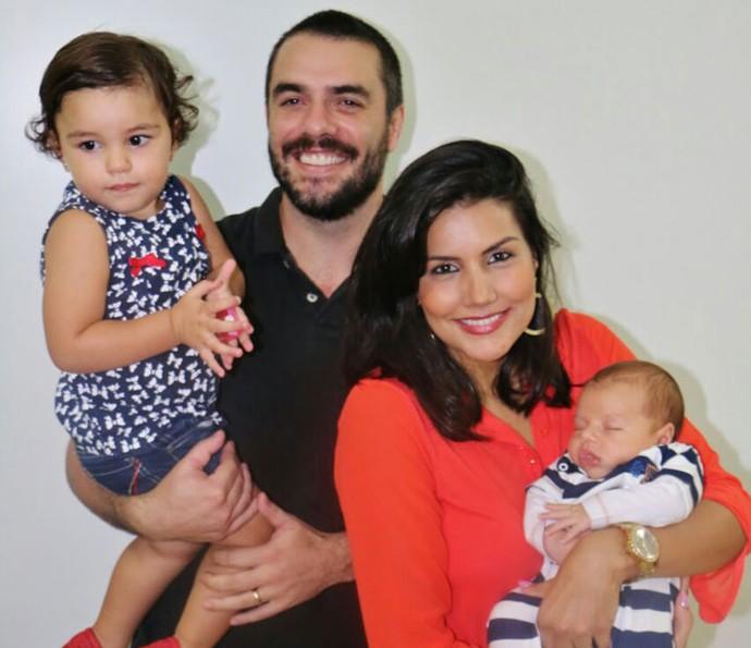 Mariana Felício e Daniel Saullo, do BBB6, com os filhos (Foto: Marta Figueiredo)