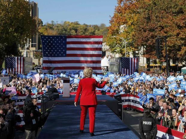 A candidata democrata à presidência dos EUA Hillary Clinton participa de comício no último dia de camapanha antes da eleição em Pittsburgh, na Pennsylvania (Foto: Brian Snyder/Reuters)