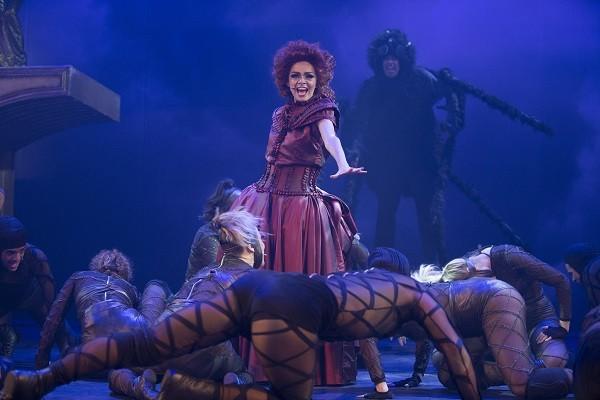 No musical, 36 atores encenam o grande sucesso dos anos 90 (Foto: Divulgação )