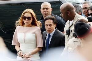 Lindsay Lohan e Mark Heller, seu advogado (Foto: Patrick T. Fallon/Agência Reuters)