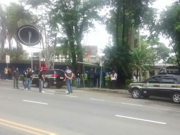 Policiais fazem reconstituição da morte de Matheus Goldoni (Foto: Ramon Chaia/G1)