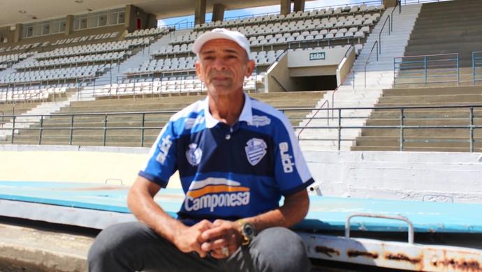 Beleza, ex-massagista do CSA (Foto: Denison Roma / GloboEsporte.com)