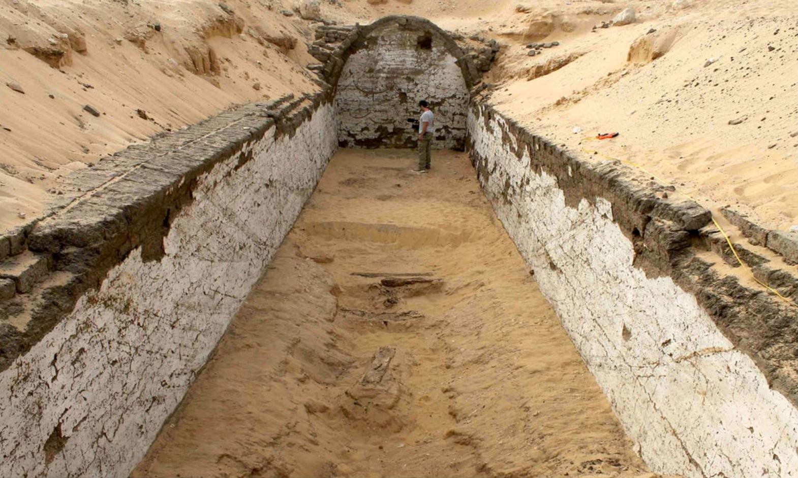 Arqueólogos descobrem tumba com barco que pertencia a faraó egípcio