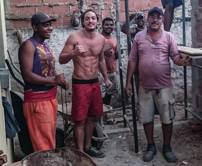 Allan Souza Lima passou duas semanas entre pedreiros (Foto: Arquivo Pessoal)