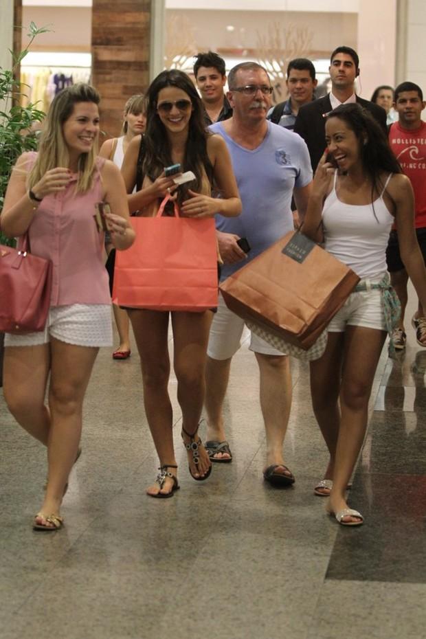 Bruna Marquezine e amigas (Foto: Marcus Pavão/ AgNews)