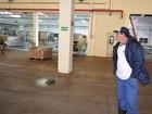 Sem salário, trabalhador segue atuando na manutenção da Leite Nilza