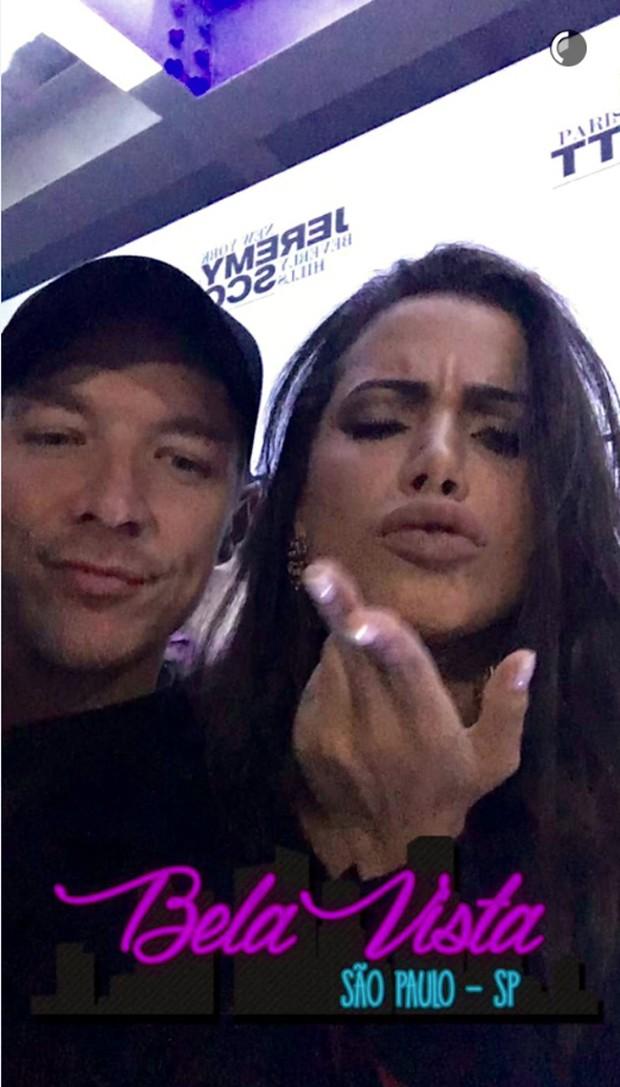Diplo dá 'curtida' ao mostrar Anitta dançando em SP (Foto: Reprodução / Snapchat)