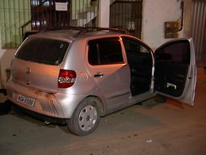 Carro atingido por tiros. (Foto: Reprodução/TV Gazeta)