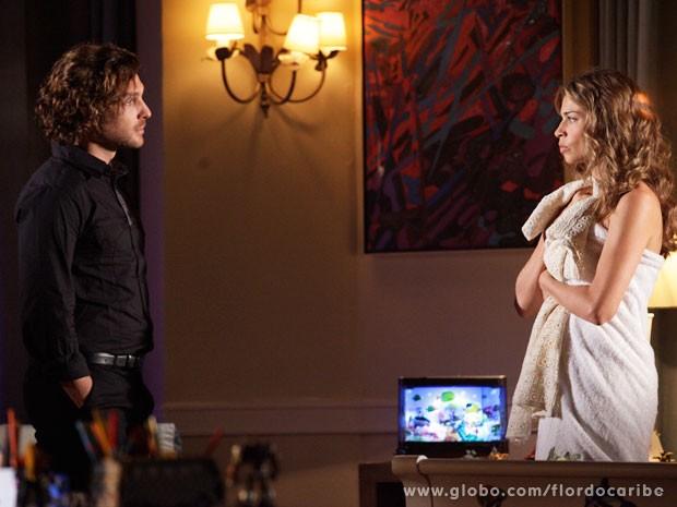 Alberto alerta a Ester sobre a ira de Dionísio (Foto: Flor do Caribe / TV Globo)