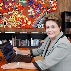 Dilma responde a perguntas de internautas na página do Planalto no Facebook  (Foto: Reprodução )