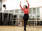 Kizi Vaz, a Gabi de 'Babilônia', faz balé fitness para tonificar o corpo
