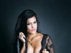 Camila Vernaglia posa sexy e de topless após perder dez quilos