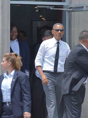 Obama, ao deixar restaurante. (Foto: Mandel Ngan / AFP Photo)