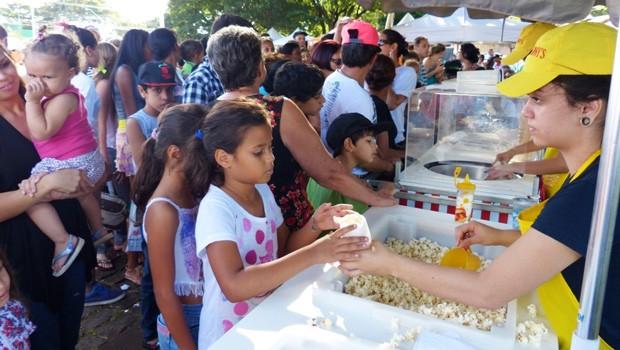 Toda a diversão com pipoca e algodão doce à vontade para todo mundo (Foto: Divulgação/RPC)